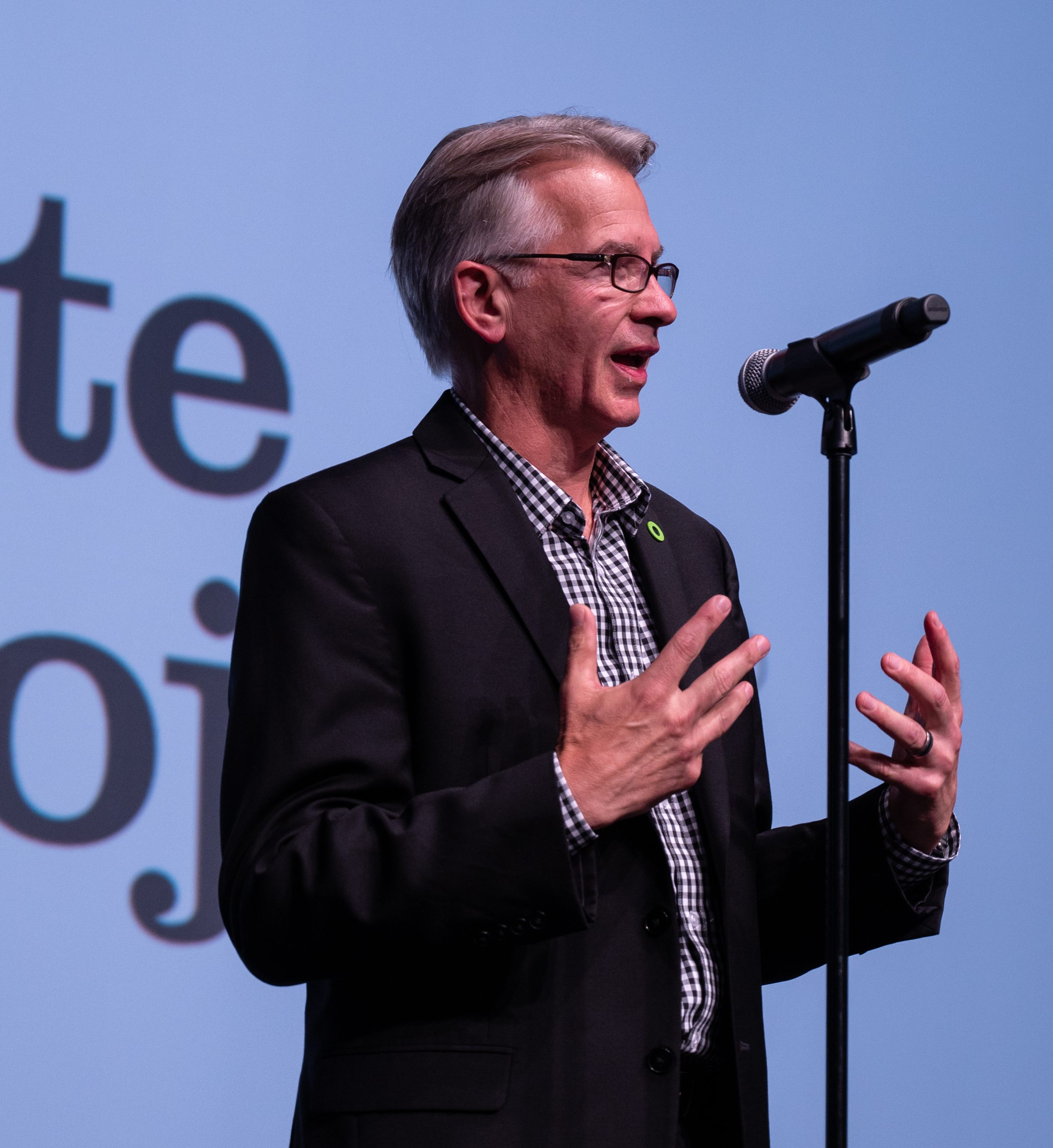 Tony Loyd speaking to 2,000 Climate Reality Leaders